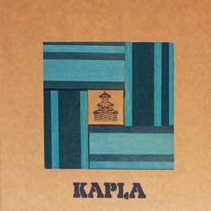 Kapla 40 - Azul cielo, azul oscuro y libro